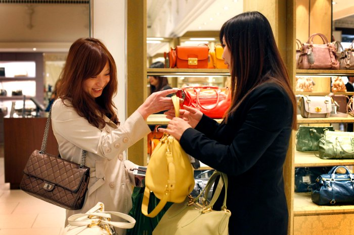 Harrods offers Union Pay to please Chinese Shoppers